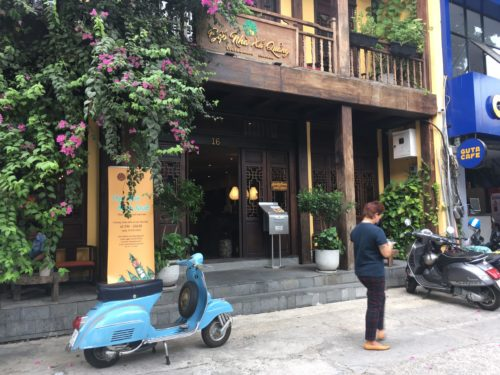 ベトナム料理 Bep Nha Xu Quang 入口