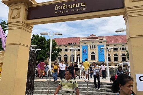 タイバンコク旅行 ワット・ポー サナームチャイ駅