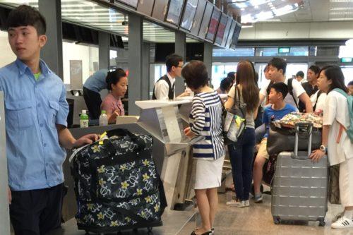 台湾旅行 空港カウンター