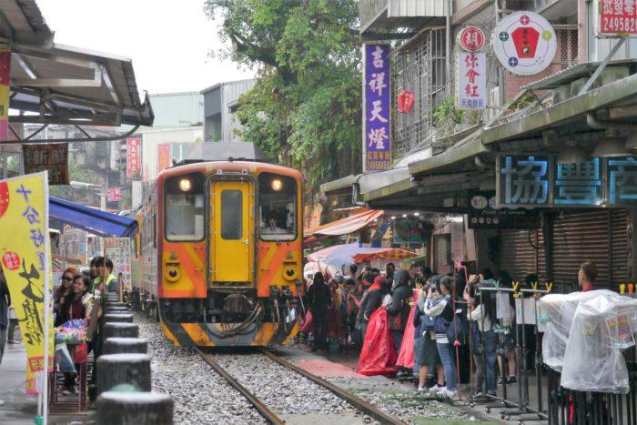 台湾旅行 十份 天燈 ランタン
