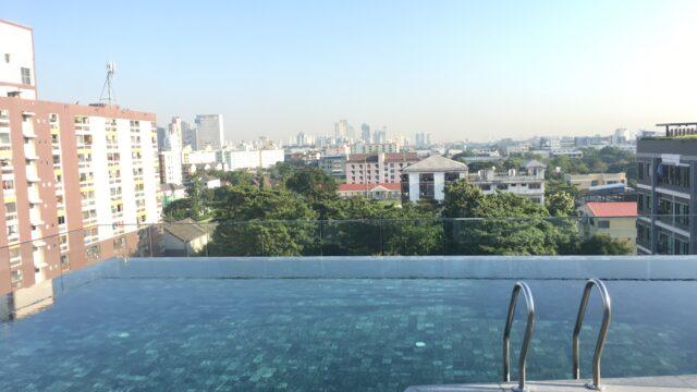 タイ コンド プール